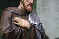 Dierenpark-Amersfoort-004-Parkiet-op-heiligenbeeld