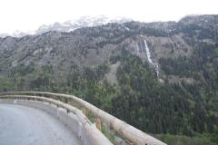 Vaujany-069-Berglandschap-met-balken-langs-afgrond