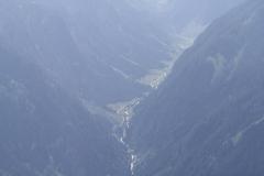 Bramberg-077-Berglandschap-met-beek-in-het-dal