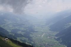 Bramberg-080-Berglandschap-met-beek-in-het-dal