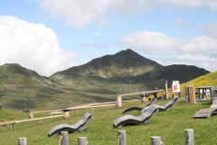 Neukirchen-025-Berglandschap-met-ligstoelen