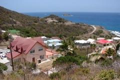 St.-Maarten-0411-Landschap-met-kapitale-villas-met-zicht-op-zee