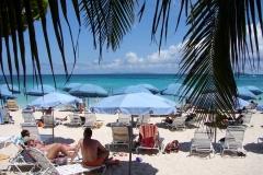St.-Maarten-0700-Strand-bij-Mr-Busbys