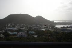 St.-Maarten-1025-Vergezicht-bij-zonsondergang-met-vogel