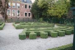 Groningen-333-Prinsentuin-Buxustuin-met-initialen-stadhouder-en-vrouw
