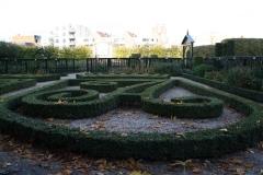 Groningen-335-Prinsentuin-Buxustuin-met-initialen-stadhouder-en-vrouw