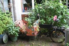 Haarlem-1029-Valkestraat-Voortuintje-met-bakfiets